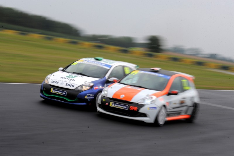 CLOSEST EVER MICHELIN CLIOS TITLE FIGHT ALL SET AT OULTON PARK